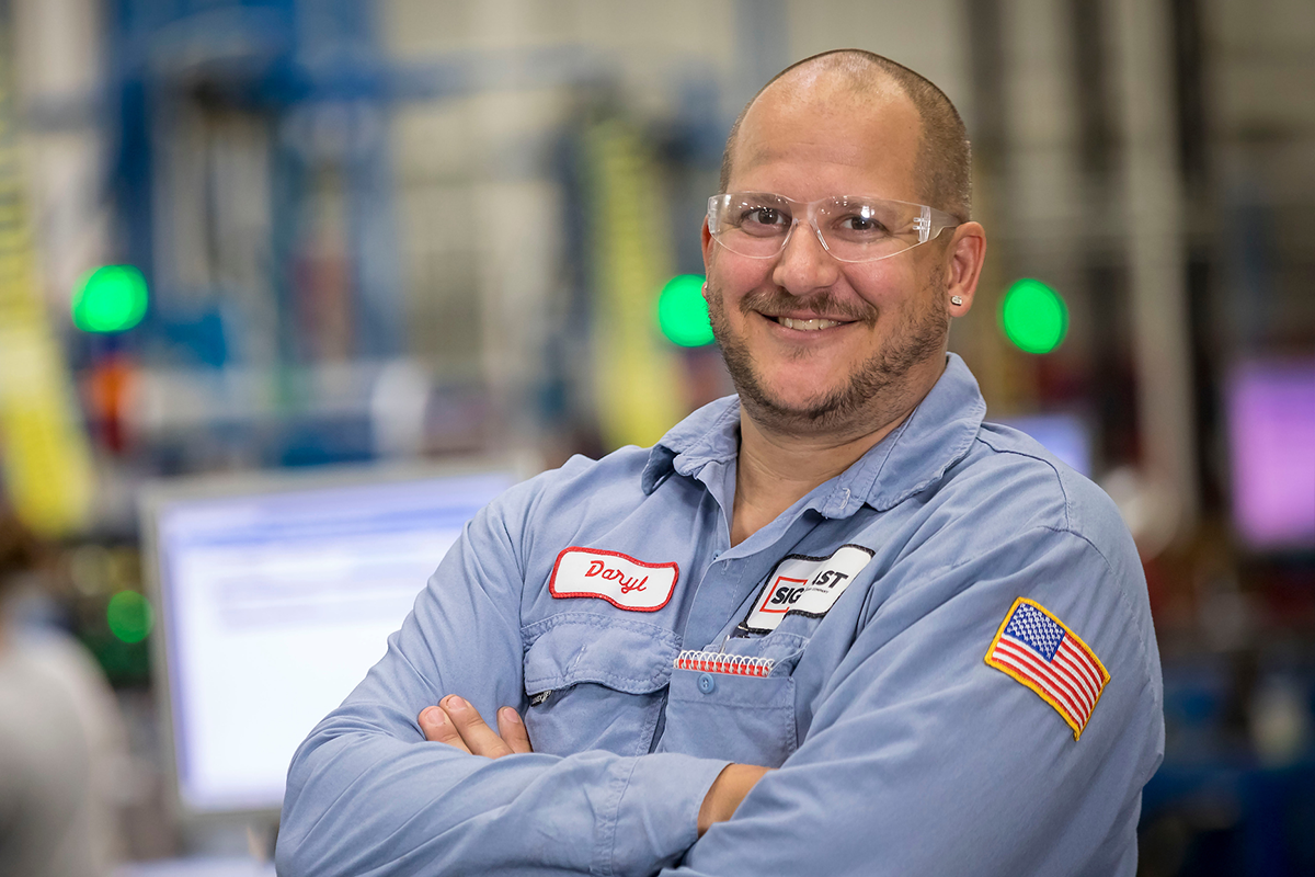 signicast_hartford_manufacturing_employee_800px.png